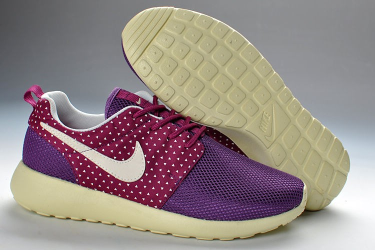 Nike Roshe Run Mesh Womens Trainers Purple Red Amour Black Pattern